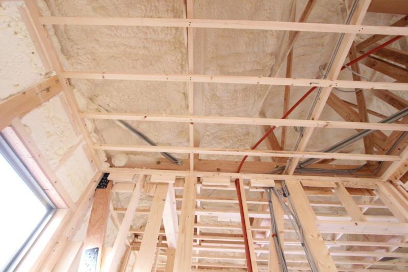 天井にも断熱素材をしっかり施工しています。