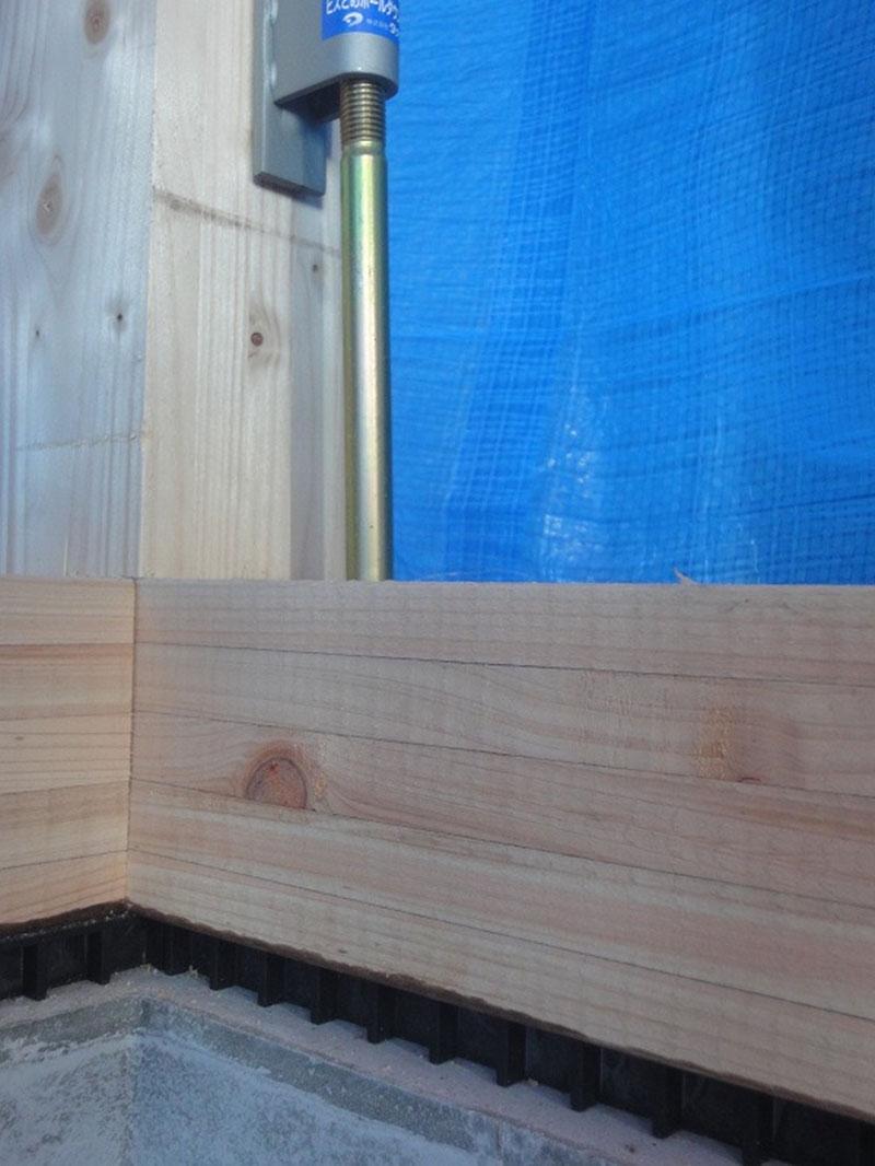グランヒルズくずは 床下の湿気対策の「基礎パッキン」の写真