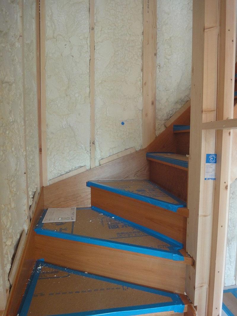 グランヒルズくずは 階段の写真
