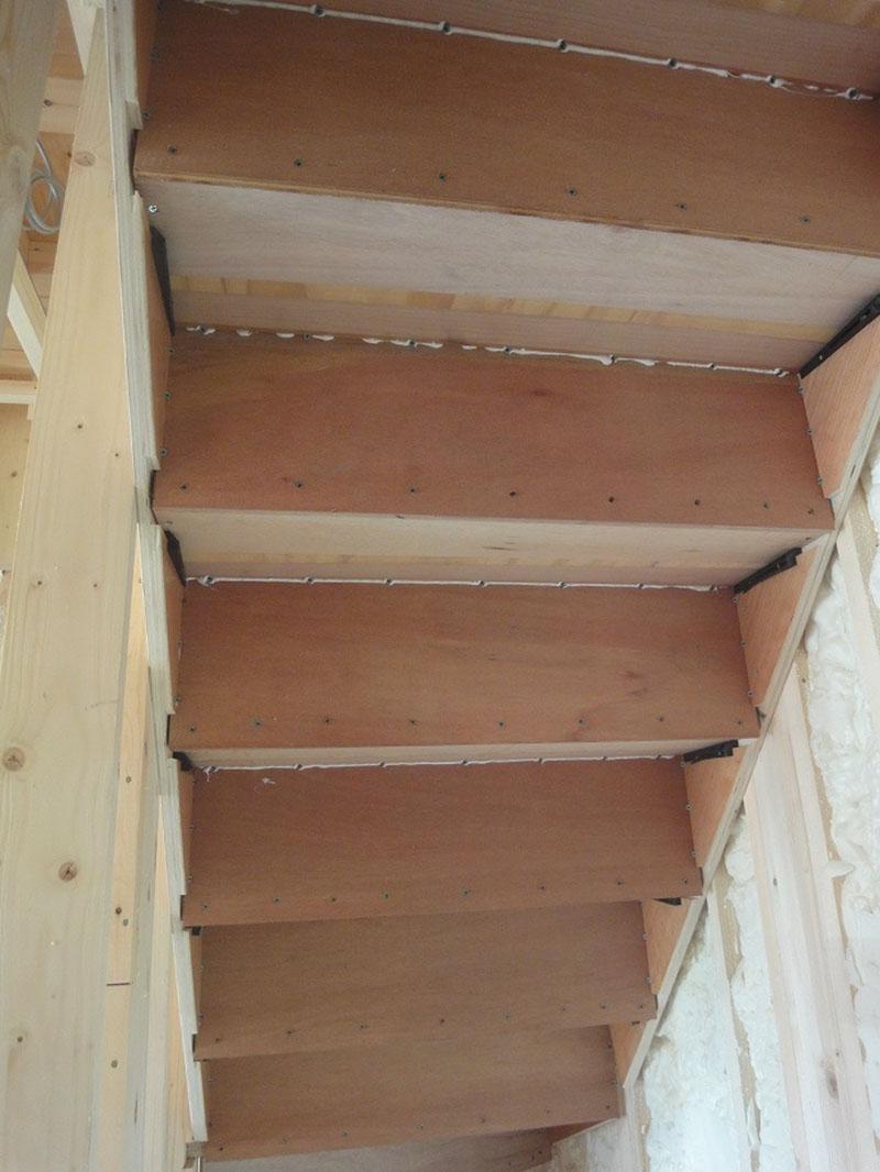 グランヒルズくずは 階段の裏側の写真