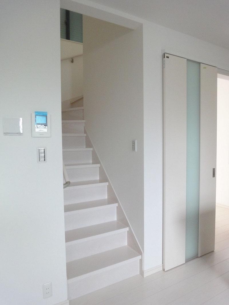 グランヒルズくずは モデルハウス階段の写真