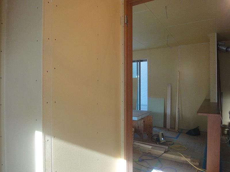 グランステージくずは モデルハウスの内部 石膏ボードの写真