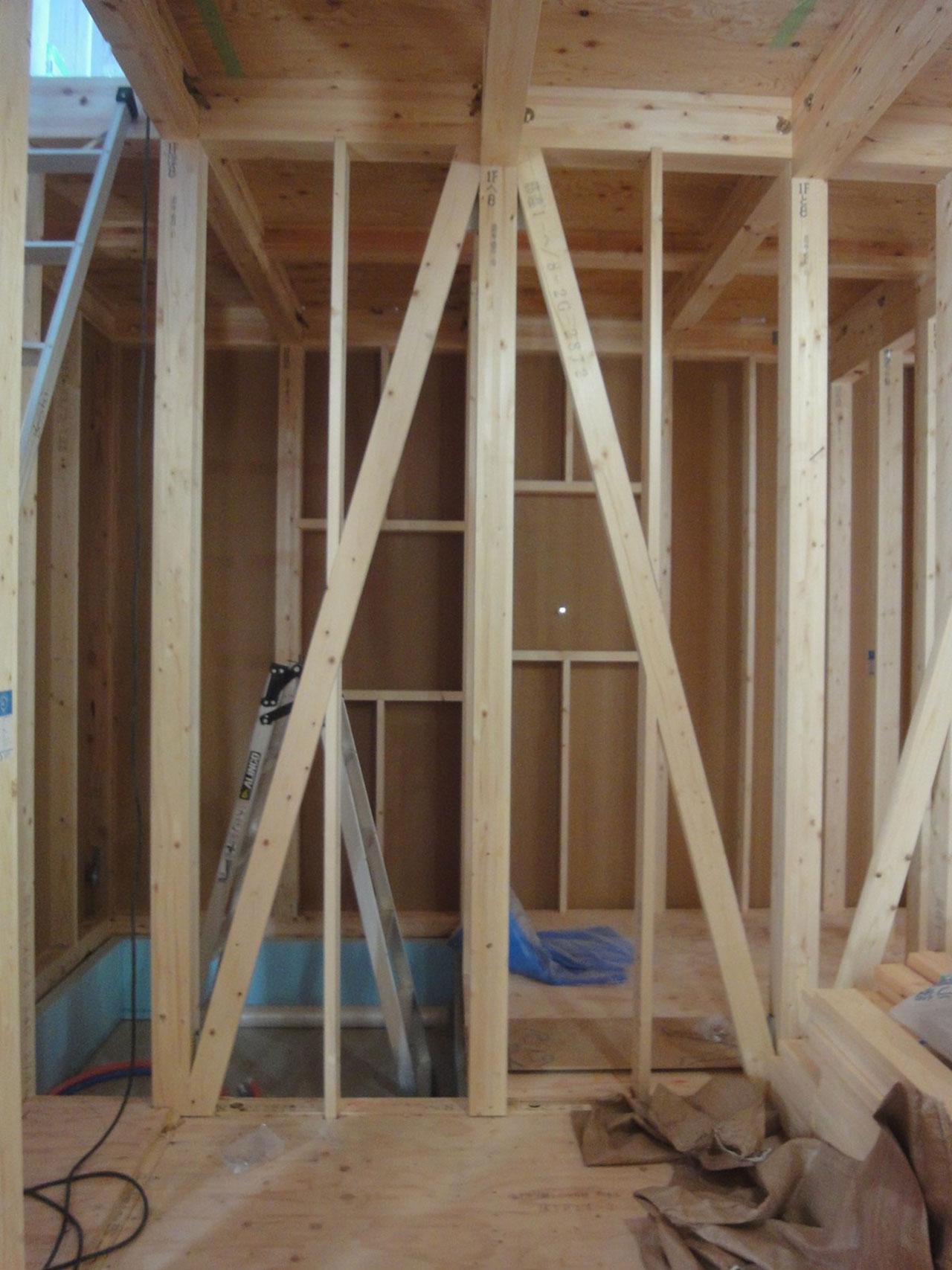 室内側の筋交い施工の写真