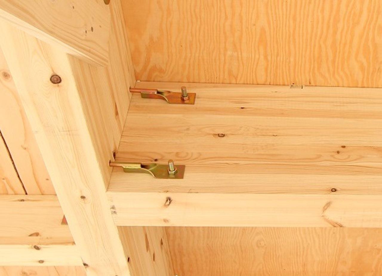 グランステージくずはⅢ 専用の金物で柱と土台や梁をしっかりと固定している写真2
