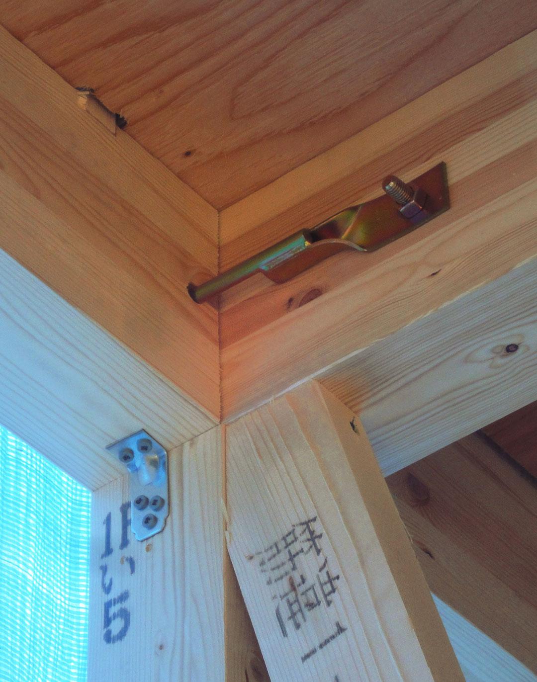 アスカーサ楠葉野田Ⅰ 専用の金物で柱と土台や梁をしっかりと固定の写真2