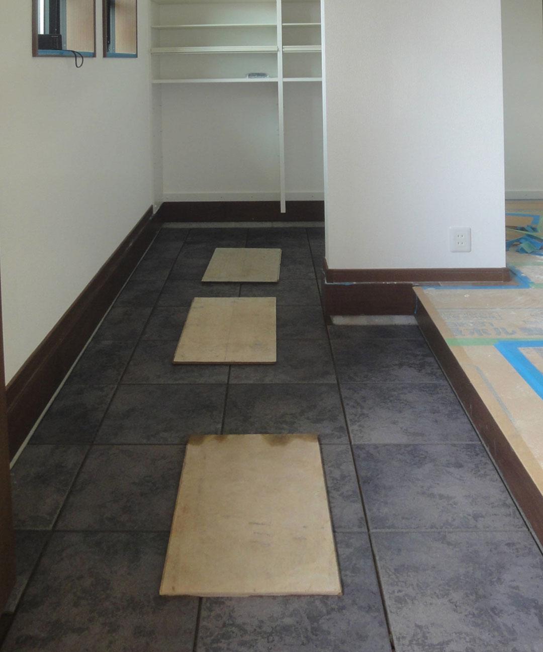 グランステージくずはⅢ モデルハウス 玄関の写真